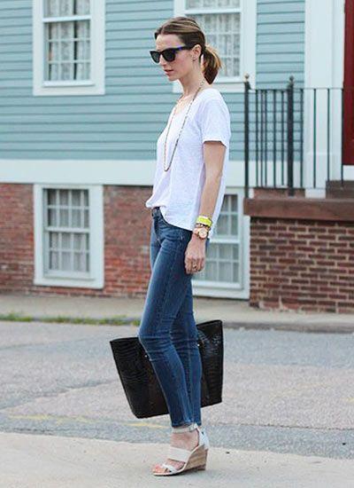 半袖の白カットソー×スキニージーンズの夏コーデ(レディース)海外スナップ | MILANDA