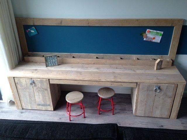 Steigerhouten kindertafel, grote speeltafel of knutseltafel   kinderhoek   met krijtbord   Ideaal voor kleine kinderen   peuter en kleuter-tafel door VanStoerHout