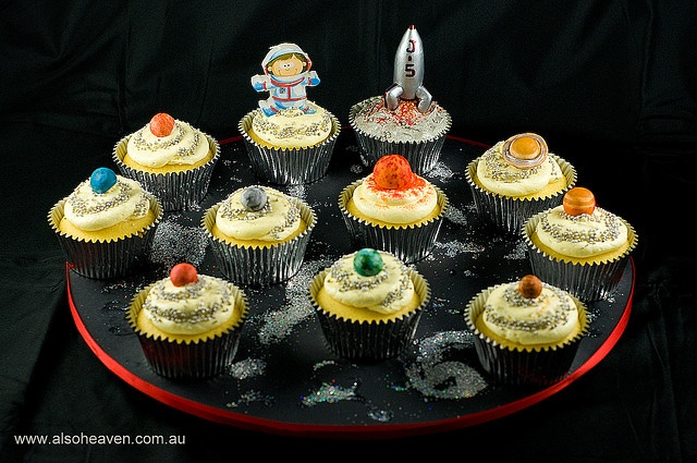 Solar system cupcakes! My astronauts are going to love ...