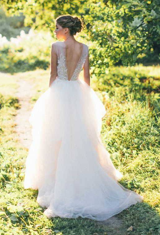 Tulle V-Shaped Back Design Wedding Dress CarouselFashion