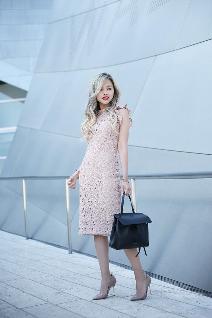 Wearing a blush pink lace dress is the ultimate way to display your femininity and elegance! Lina Dinh looks cute and formal in this intricate pink lace dress from Zara, worn with a pair of neutral heels and a black leather tote. Dress: Zara, Bag: Mansur Gavriel, Pumps: Kurt Geiger London.