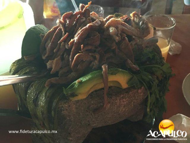 #gastronomiademexico Deleita tu paladar con un molcajete acapulqueño en El Fogón de Acapulco. GASTRONOMÍA DE MÉXICO. El mejor molcajete acapulqueño, lo encontrarás en el restaurante El Fogón y no puedes dejar de probarlo si te gusta la carne asada acompañada de nopales, cebollas cambray, aguacate y muchos otros ingredientes que deleitarán tu paladar. Para mayor información, visita la página oficial de Fidetur Acapulco.