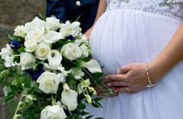Come prepararsi al matrimonio… con il pancione