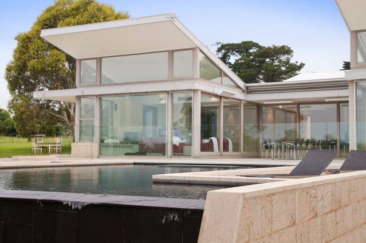 Moorooduc House. WA Cream Quarry Cut Limestone. Exterior pool application. www.limestoneaustralia.com.au