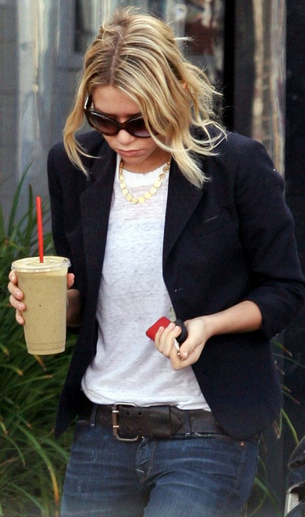 OLSENS ANONYMOUS ASHLEY OLSEN FASHION STYLE BLOG SUNGLASSES NAVY BLUE BLAZER JACKET GOLD DISC NECKLACE BURN OUT TEE TSHIRT BLACK LEATHER BELT DENIM COFFEE