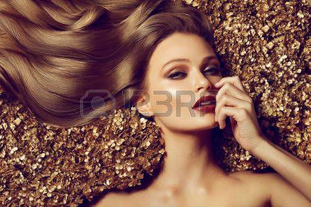 acconciature: Bella marrone capelli ragazza. Capelli lunghi sani.