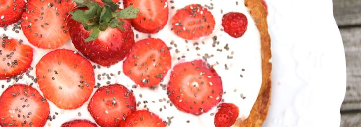 Dairy-Free, Sugar-Free 'White Chocolate' Strawberry Sponge Cake Recipe | Hip & Healthy