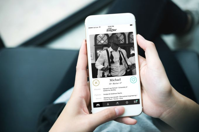 The League is making everyones first profile picture black and white #Startups #Tech