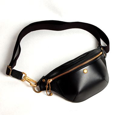 Fanny packs are making a comeback....this one is cute