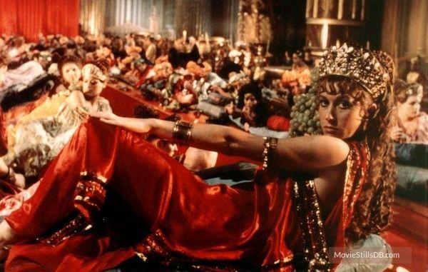 Caligola - Publicity still of Helen Mirren