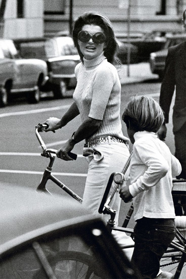 see rare photos of jacqueline kennedy onassis in the new book new york jackie