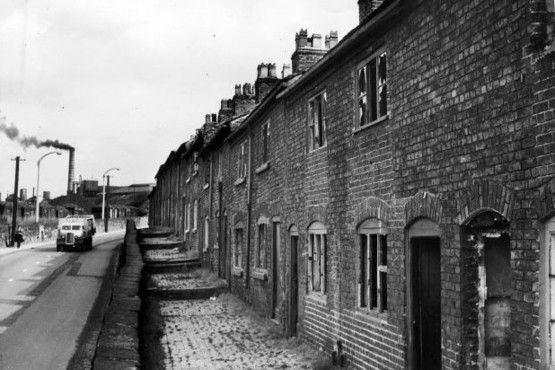 Cottages on Kidsgrove Bank prior to their demolition.