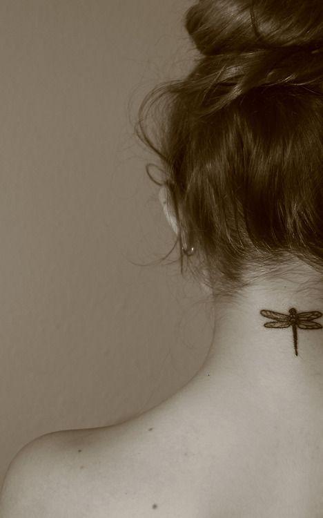 32 Melhores tatuagens no pescoço para mulher                              …
