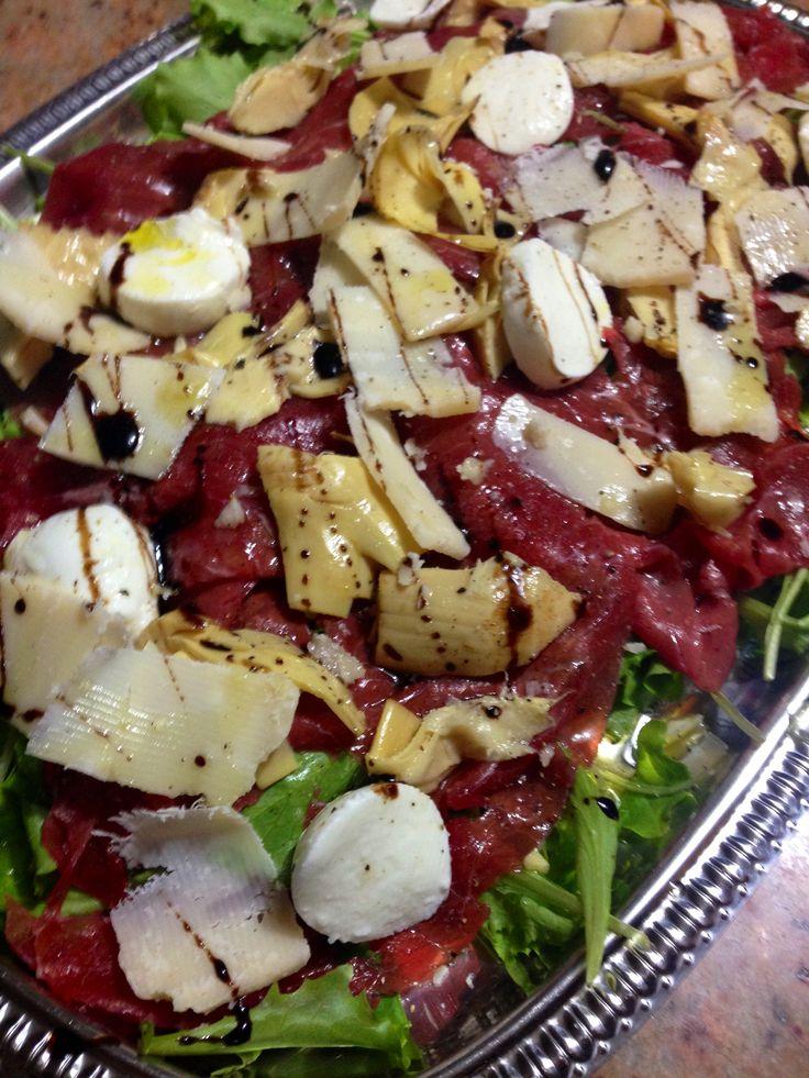 Un ricco carpaccio di carne salada del Trentino