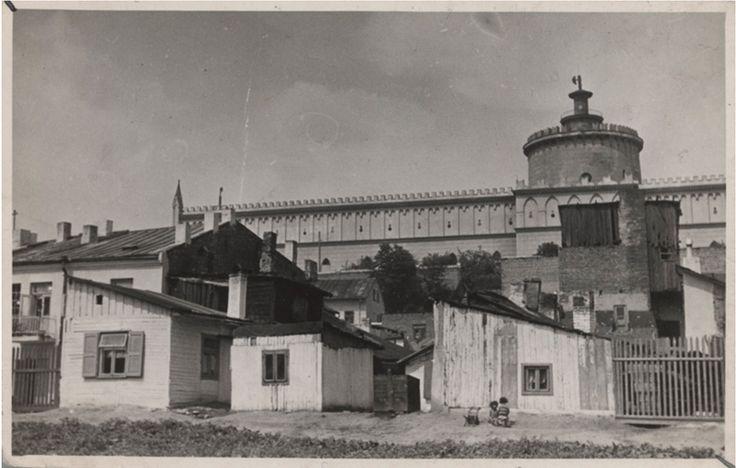Podzamcze, które Niemcy obrócili w popiół, razem z mieszkańcami. To zdjęcie przedstawia fragment ulicy Krawieckiej.