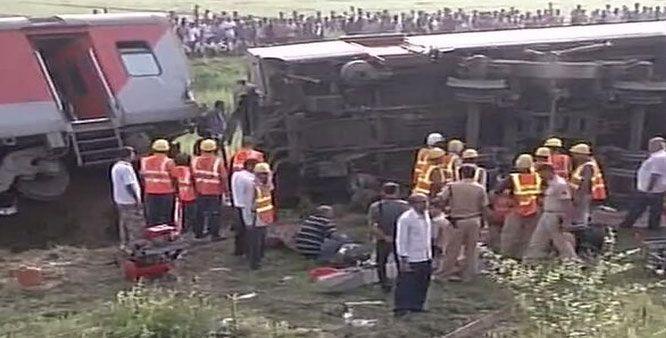 Rajdhani Express derails in Bihar, India: 4 killed