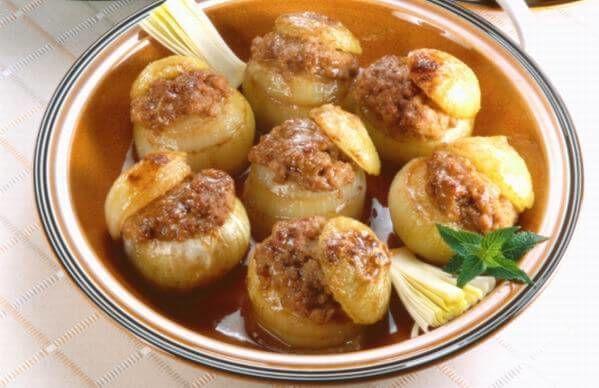 Chcete nejakú zmenu v jedálničku? Skúste tieto chutné plnené zemiaky mletým mäsom. Zamilujete si ich! 🍽️