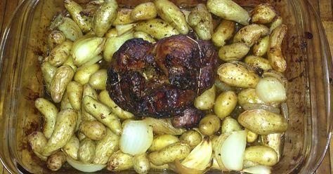 Jarret de veau cuisson semi-longue légèrement confit pour veau repas du week End. Rapide à préparer (mais long à cuire !) Les féculents sont là sous forme de petites rattes du touquet appelée aussi la pomme de terre des gastronomes.