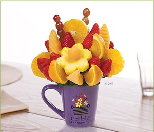 Edible Basket Delivery | Edible Food Arrangement with fruit basket chocolate covered gifts for ...