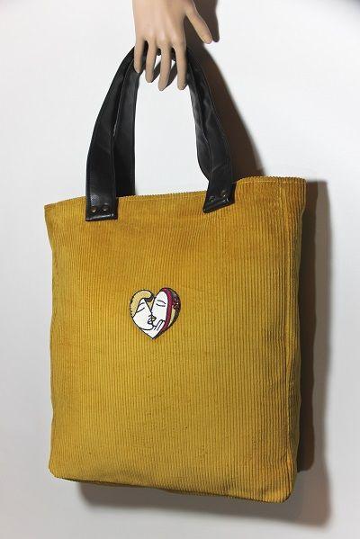 http://kayaxfashion.wordpress.com/2014/12/06/miodowa-shopper-bag/