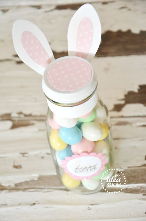 Easter bunny jars / theidearoom.net Make a teachers gift out of this..fill with scented soaps,floating candles and bath bombs,lotion etc...cute cute cute