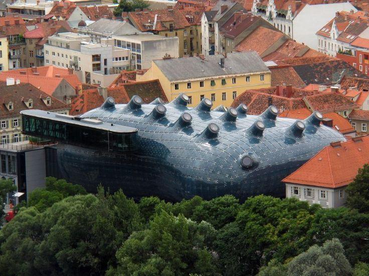 La Kunsthaus Graz (in lingua italiana casa dell'arte) è un museo d'arte