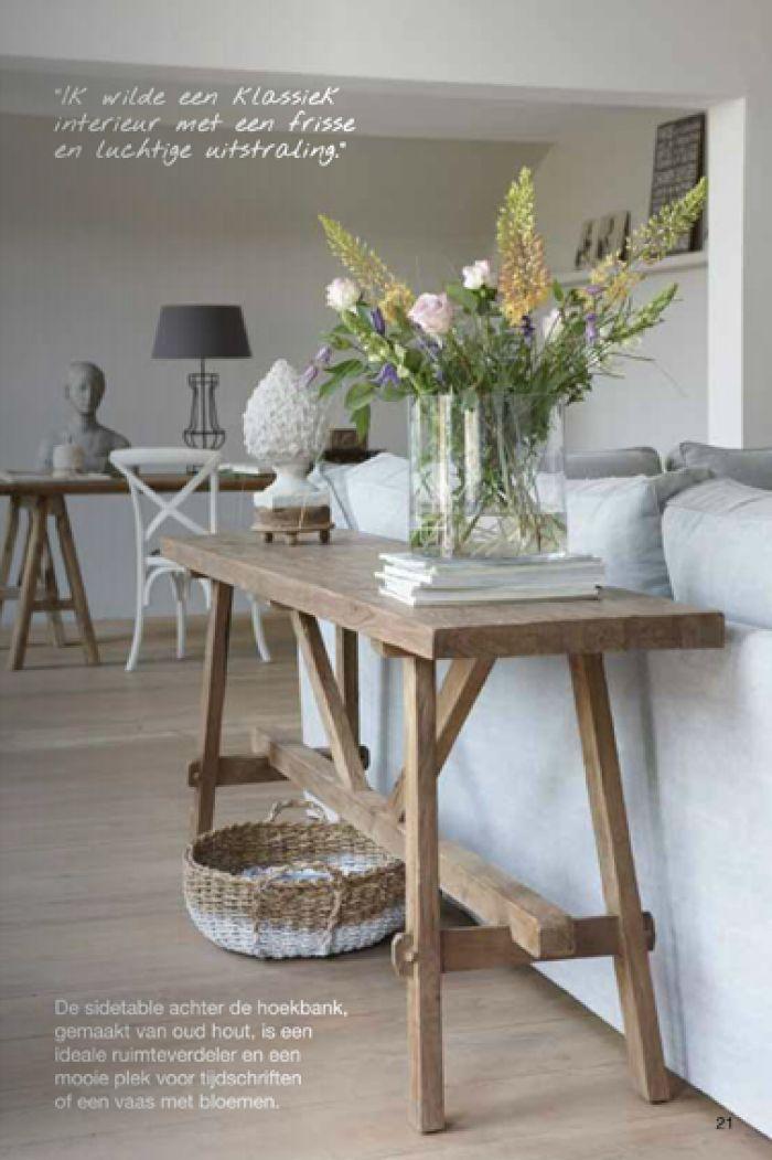 Mooie houten side table voor achter de bank.