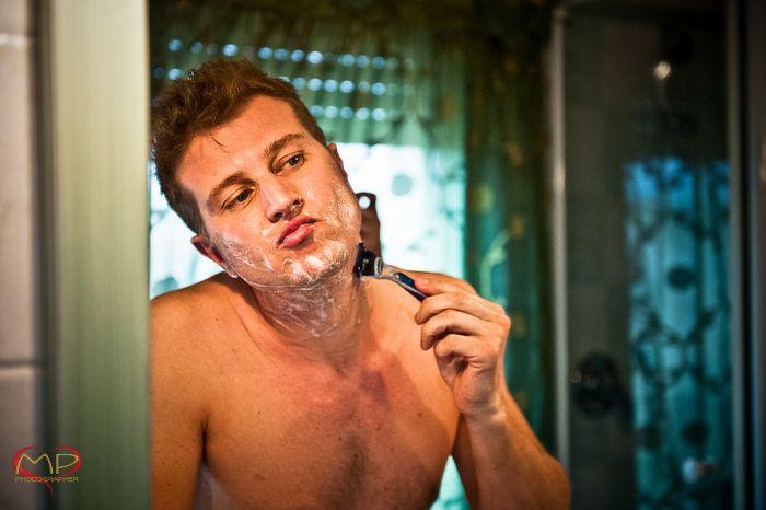 Wedding in Italy / The Groom is shaving!
