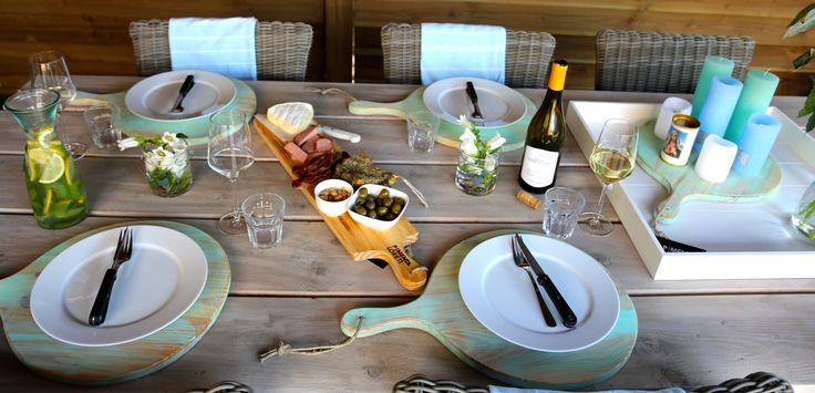 #Zomer #gedekte #tafel met Pimenta Loreti serveerplanken #BBQ www.pimentaloreti.nl