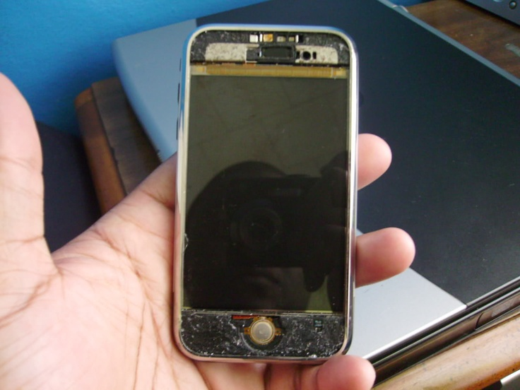 Fix your broken and cracked Apple iPhone screen at an affordable price.