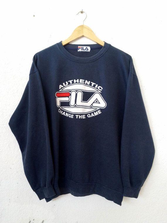 Vintage des années 90 FILA Sweatshirt bleu foncé avec BIgl Logo Spell Out brodé pull pull pull Swag Streetwear adulte taille L/LL VSS45