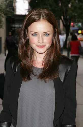 Alexis Bledel(September 16, 1981) is an American actress and model. She is perhaps best known for her role as Rory Gilmore on the television series Gilmore Girls (2000–07),