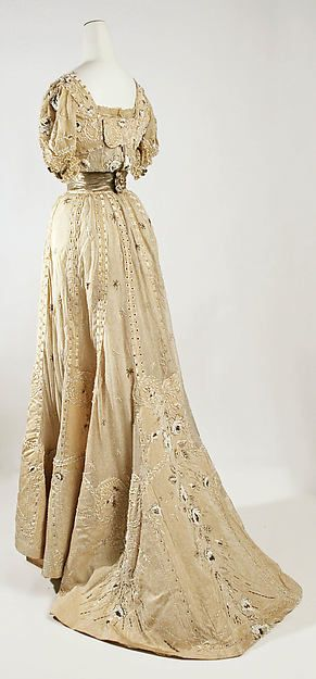 Evening dress Designer: Jeanne Hallée Date: ca. 1905 Culture: French Medium: silk Accession Number: 43.147a, b