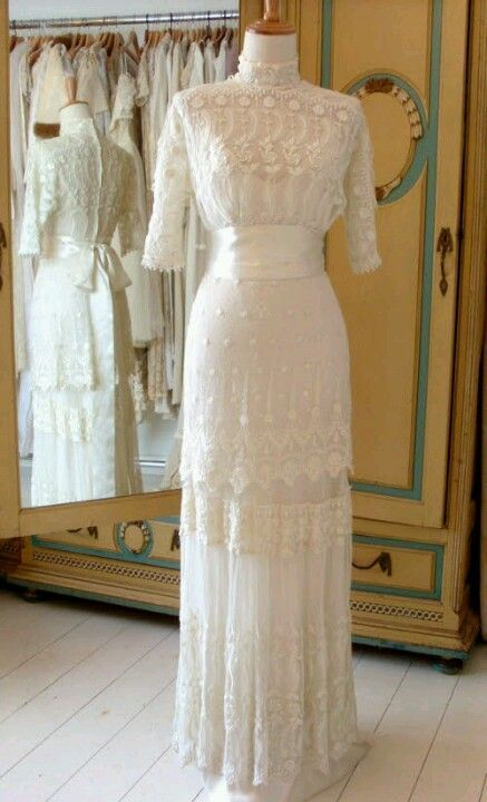 hoopskirtsociety: Edwardian era Wedding Gown in immaculate condition.