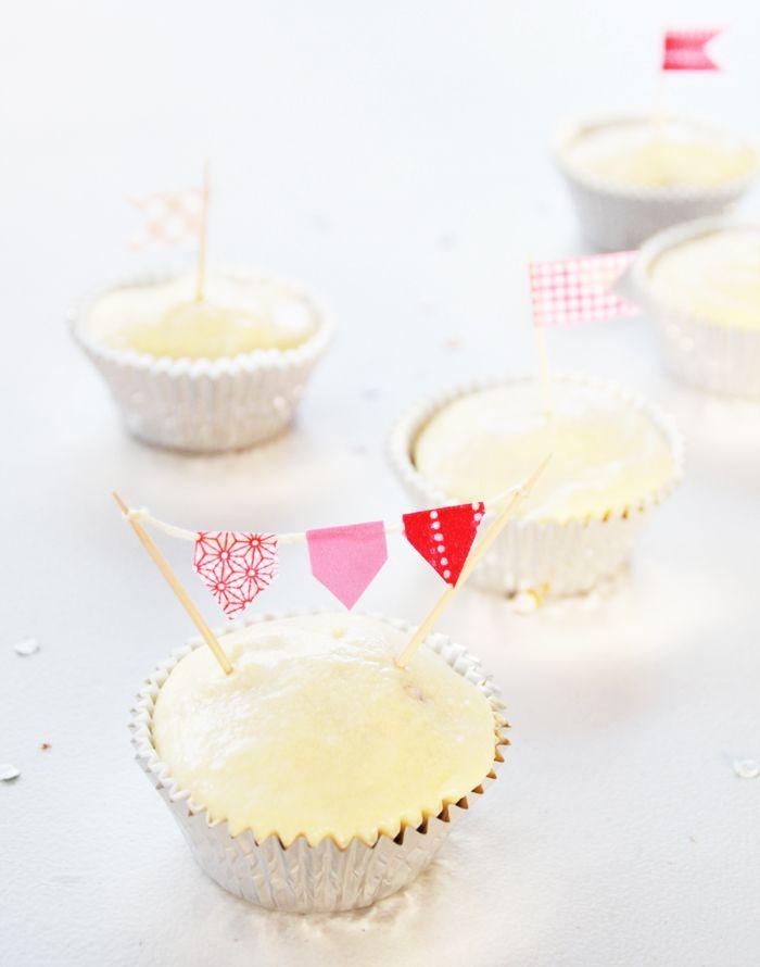 Easy Peasy Cupcake Toppers via www.kittenbear.net