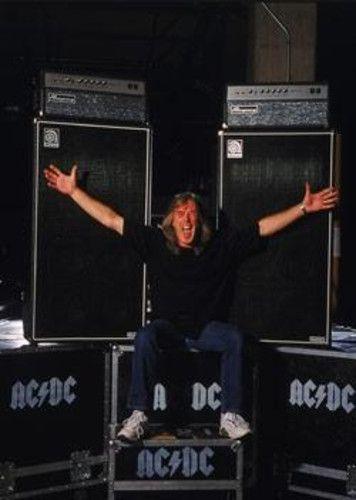 Cliff Williams  AC/DC : [b] Hoy 14 de Diciembre Cliff Williams bajista de AC/DC cumple 60 Años. Desde este humilde flog te deseamos un Felic Cumpleaños, y por mas en AC/DC.  Mauro  ACDC_FANS2 [/b] | acdc_fans2