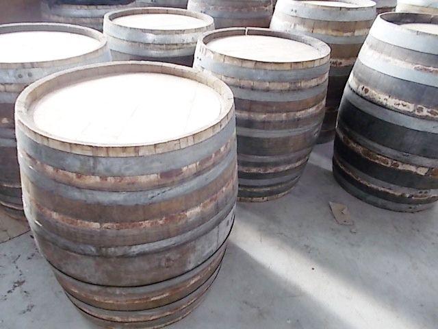 1820 - Barrique basse rustiche ed essiccate per supporto tavoli da pasto - Briganti srl - Tel.0547 310171
