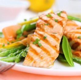 Mets indispensable de Noël, le saumon se décline à l'infini ! Découvrez le dans cette recette de Saumon, asperges et haricots verts Vapeur : http://www.bonduelle.fr/recettes/saumon-asperges-et-haricots-verts-vapeur #SurprenezVous et #regalez vous avec #Bonduelle #cuisine #food #recipes #cooking #recettefestive #menunoel #platnoel #saumon #recetteclassique