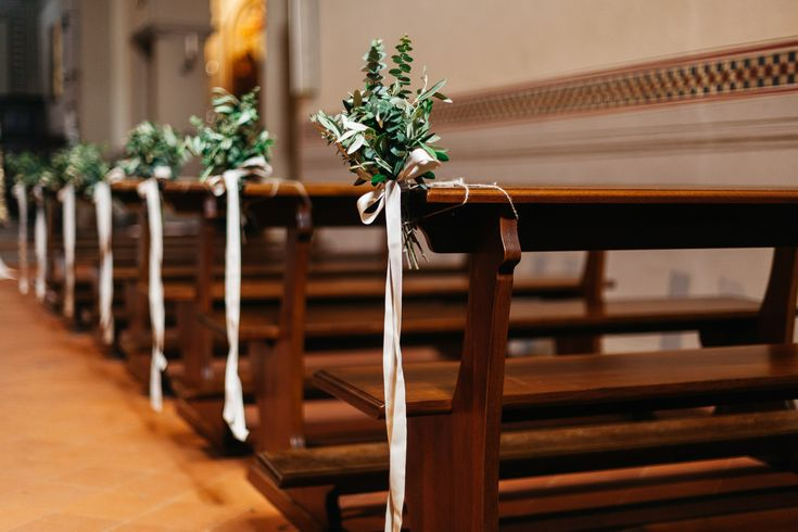 Aisle Flower Pew End Decor - Stefano Santucci Photography | Italian Destination Wedding | Confetti a Colazione Wedding Planning | Luisa Beccaria Wedding Dress | Galateo Ricevimenti Catering | Jardin Divers Floristry