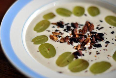 Ajo blanco, heerlijke koude knoflooksoep met amandelen. Gezond en prima zelf te maken!