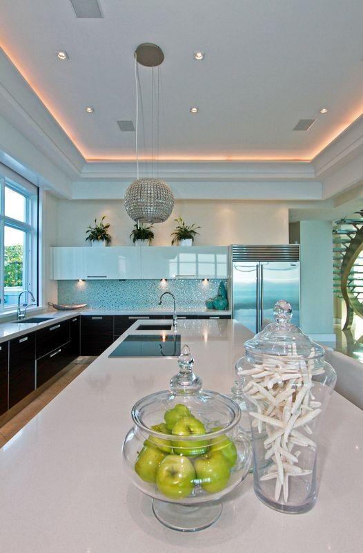 Contemporary Beach Kitchen #LatifeHayson