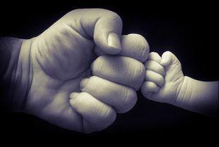 Te lo dice Mennozz: Essere padre, essere eroi del nuovo millennio