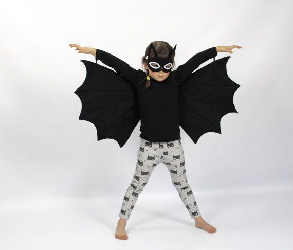 De vleermuis  handgemaakte Kinder kostuum door sparrowandbcostumery