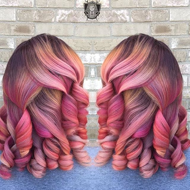 This hair color is so pretty @mohesco_ 💕 Hair candy 🍭 #chicagocolorist #hairinspo #haircolor #voiceofhair ========================== Go to VoiceOfHair.com ========================= Find hairstyles and hair tips! =========================