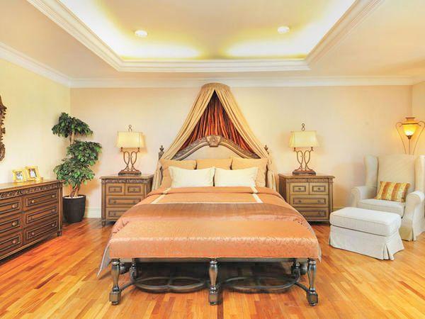 The Classic is Symmetrical  - http://www.ideaonline.co.id/iDEA2013/Interior/Kamar-Tidur/Si-Klasik-yang-Simetris