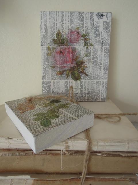 Cuadros de flores impresas sobre hojas de diccionario