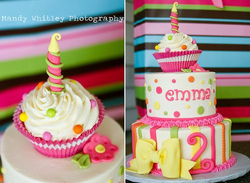Love this cake!  Would be adorable in blue, green, yellow and maybe even orange.  Love it!!