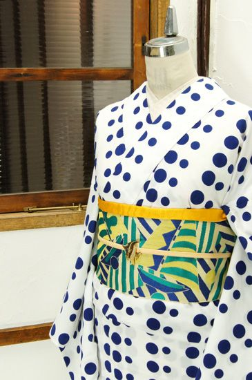 白地に青の水玉ストライプが染め出されたレトロ浴衣です。 #kimono