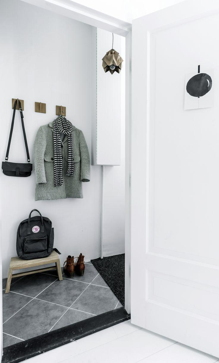 Via NordicDays.nl   Nu interieur ontwerp   White   Hallway