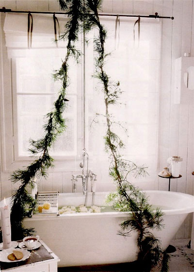 christmas bath: Decor, Christmas Inspiration, Bathtubs, Clawfoot Tubs, Dreams Bathroom, Christmas Bath, Holidays, Garlands, Christmas Mornings